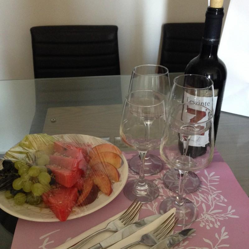 Wino i owoce od hotelu